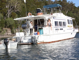 Tin Can Bay Houseboat Camp
